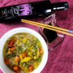 Zuppa di verdure e spaghetti di riso con Menage a trois