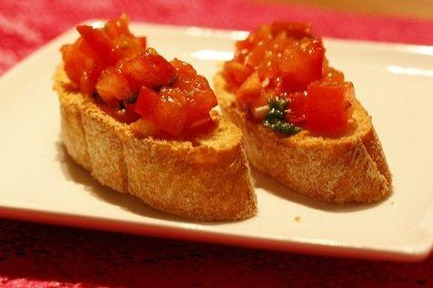 Bruschetta met tomaat en Italiaanse kruiden