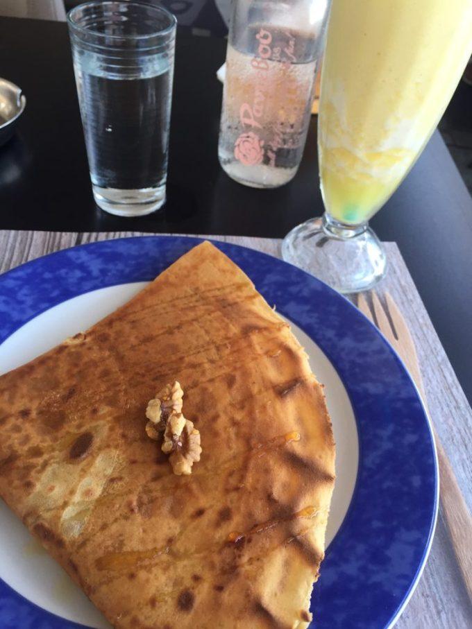 Ontbijt crepe Griekse yoghurt walnoten en honing foodie in Naxos foodblog Foodinista