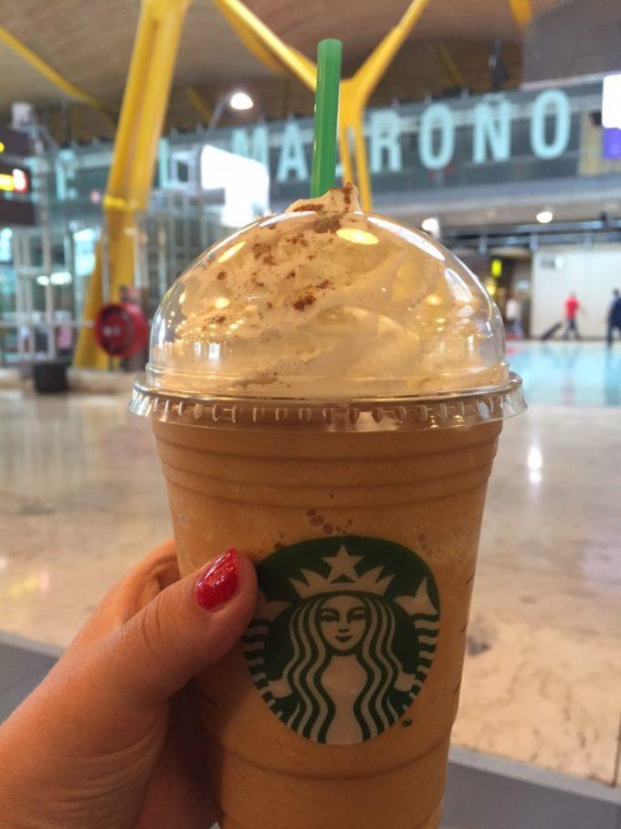 Pumpkin Spice Latte Madrid vliegveld Starbucks foodblog Foodinista