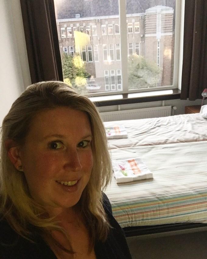 Kamer bij StayOkay Utrecht uitzicht op het Neude foodblog Foodinista