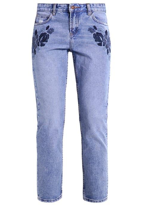 Jeans met subtiele blauw bloemen Zomerse jeans tien shoptips Dress to impress van Foodblog Foodinista