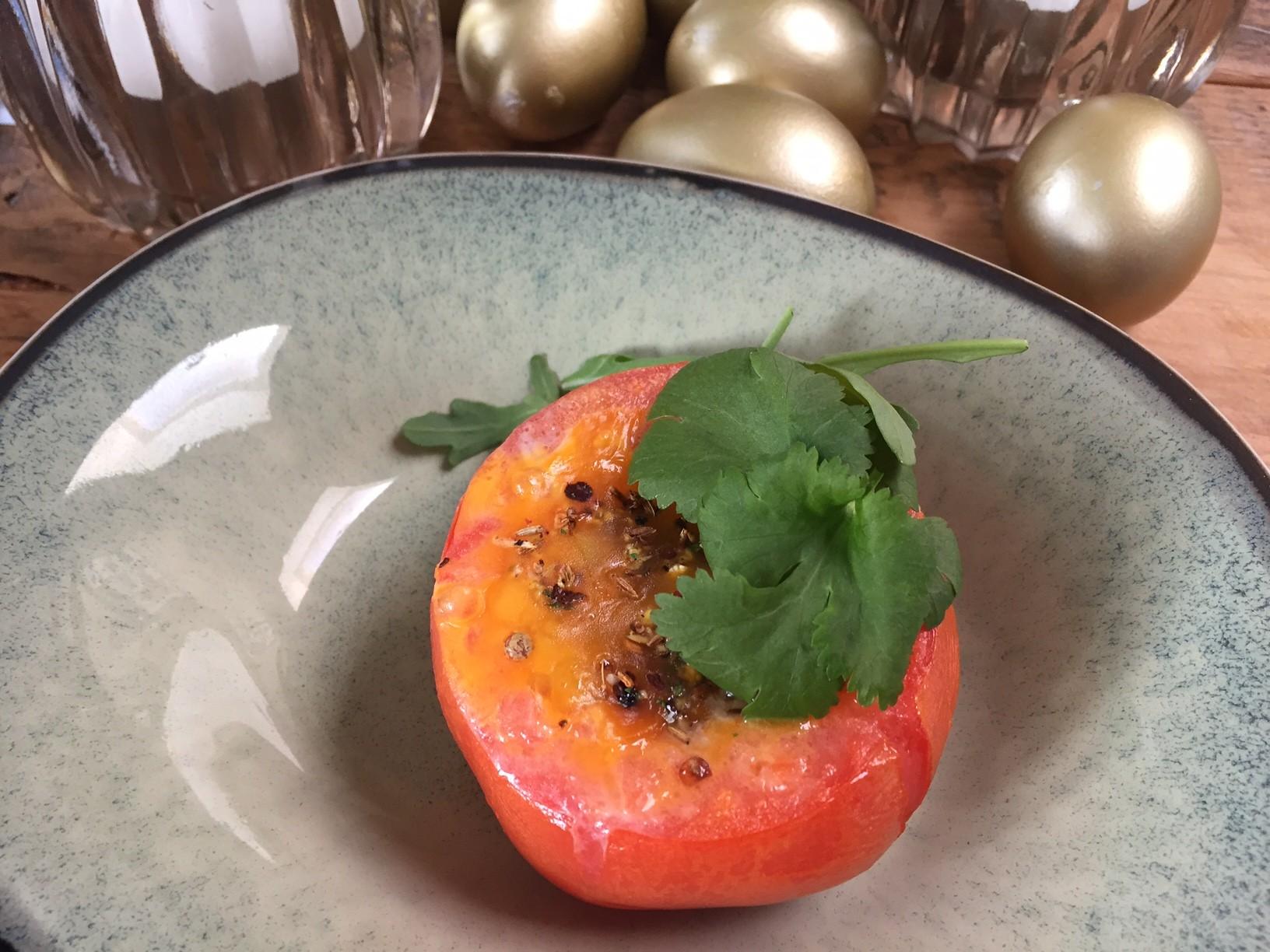Gevulde tomaten met ei en kruiden recept van foodblog Foodinista