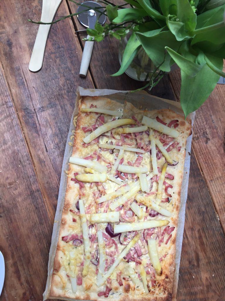 Recept voor flammkuchen met witte asperges van Foodblog Foodinista