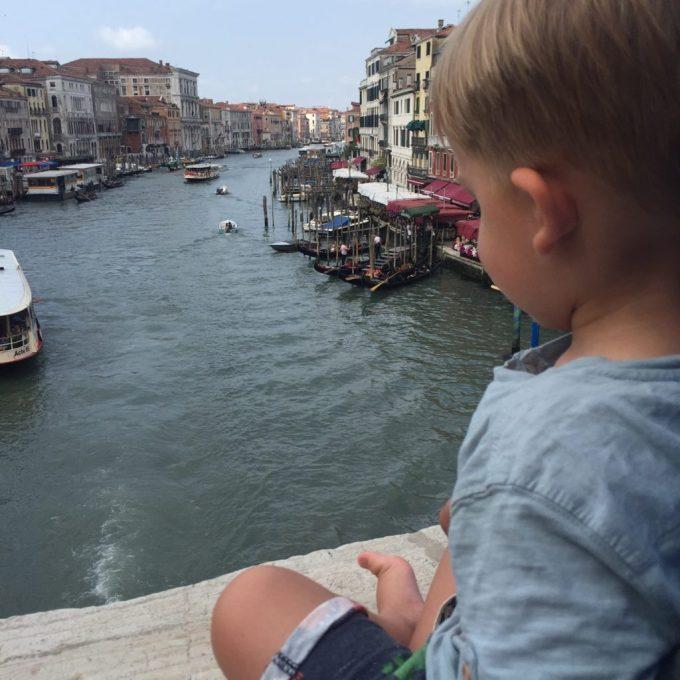 Uitzicht vanaf Rialto brug Venetië Italië blog Foodinista