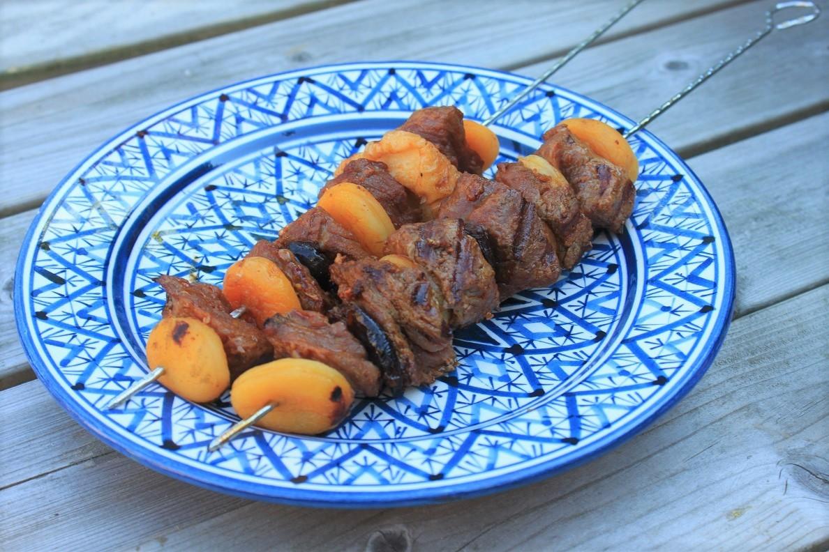 Biefstukspiesen met tutti frutti barbecuerecept Foodblog Foodinista