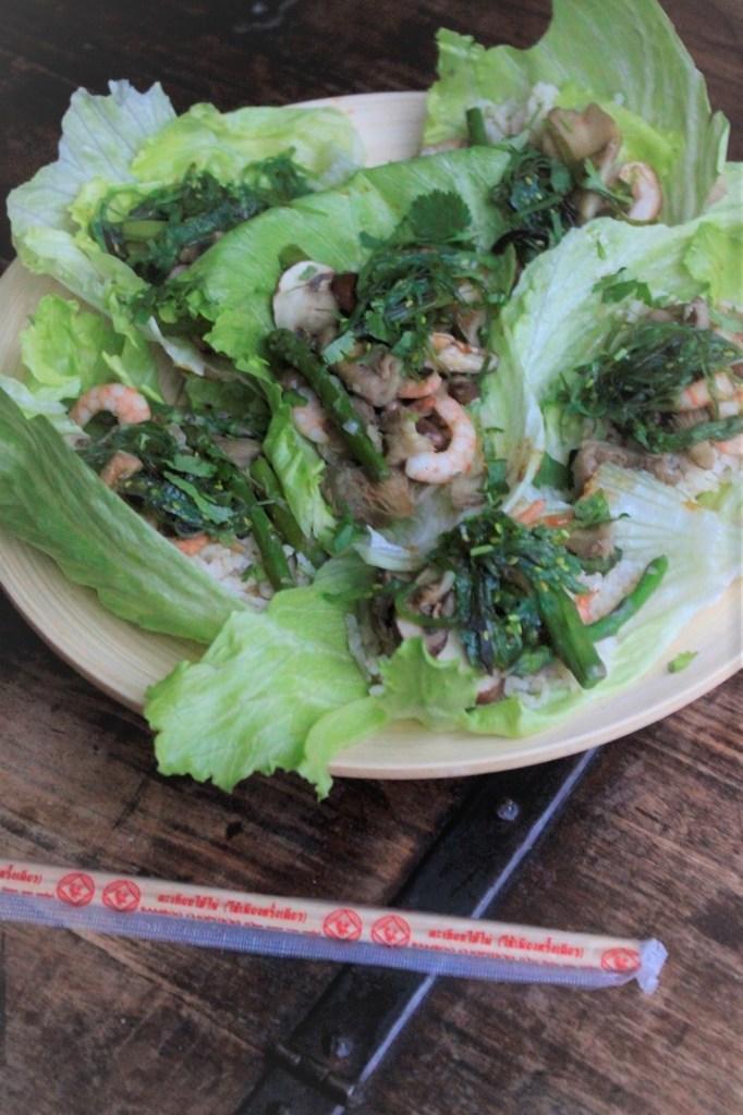 Recept Aziatische slawraps met garnalen van Foodblog Foodinista