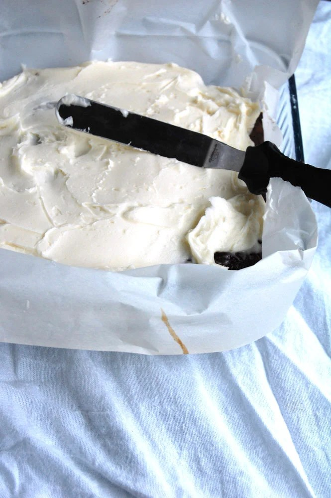 Amaretto brownie frosting layer