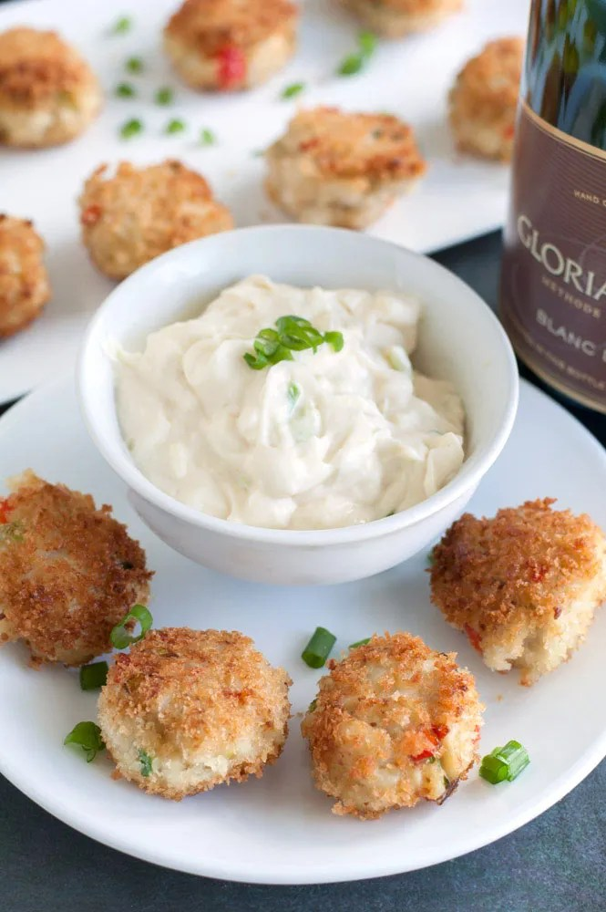 mini crab cakes and remoulade sauce