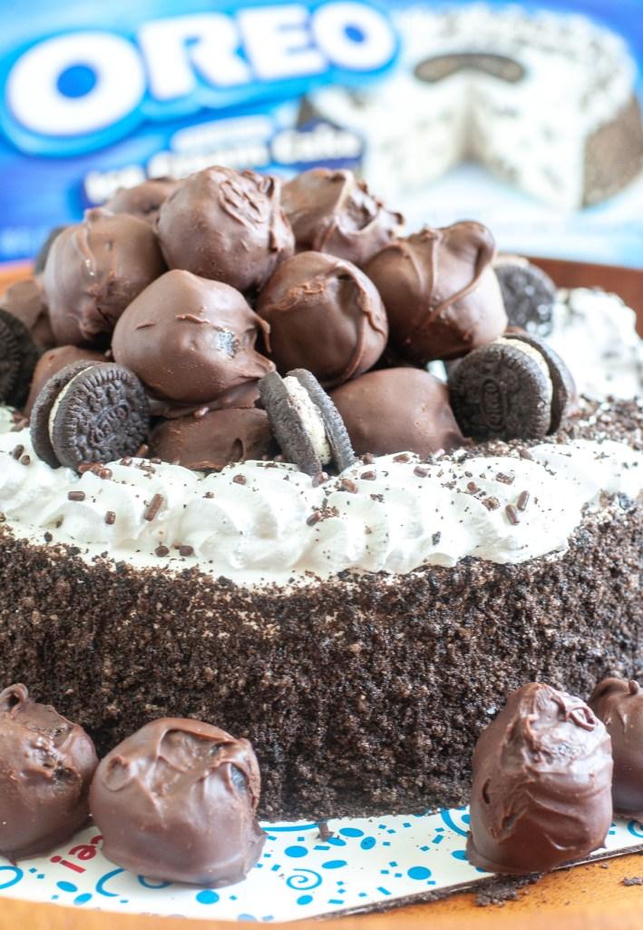 OREO ice cream cake with Blue cake box in background