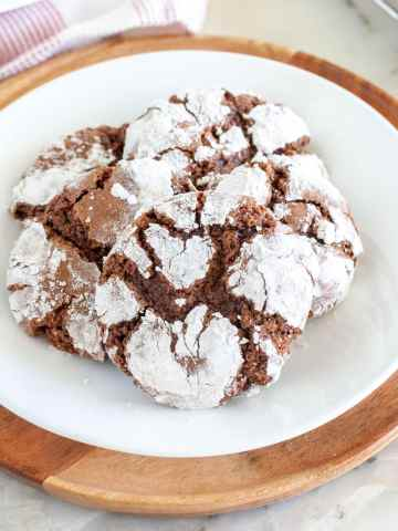 Chocolate crinkle cookie on plate