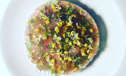 """""""La delicatezza"""" Tartare di ricciola del mediterraneo, fiori di camomilla con la sua gelatina , finocchietto selvatico"""