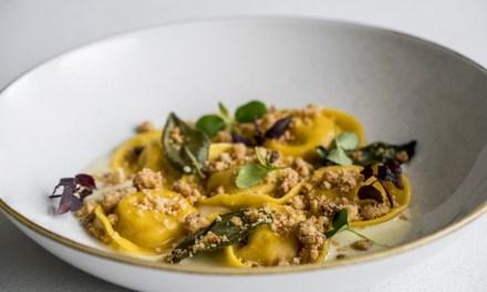 Ravioli alla zucca, fonduta al bagoss e crumble agli amaretti by Alberto Bertani