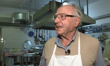 Lo chef dei poveri compie 90 anni, premiato da Mattarella, sfama 250 senzatetto al giorno
