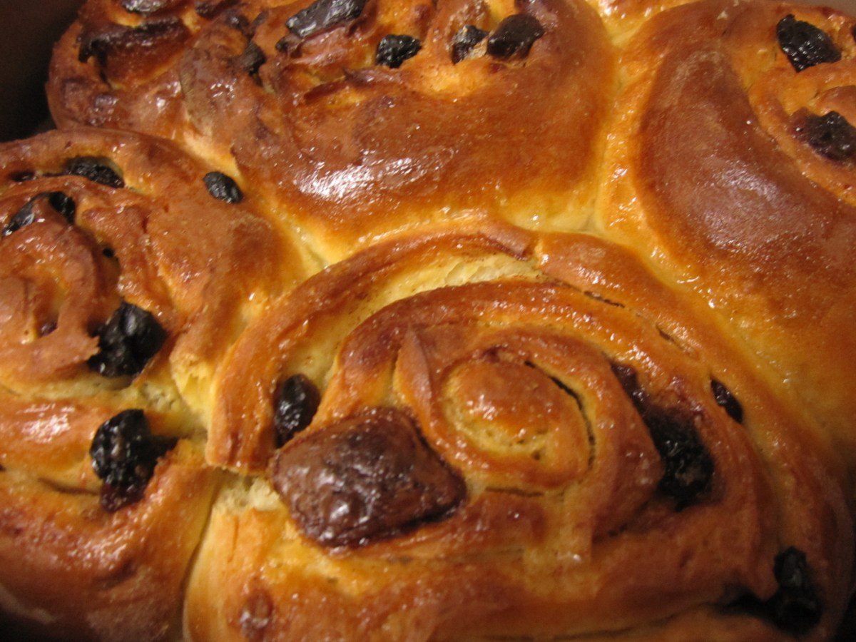 Check Out Those Buns {Recipe - Easter Chocolate Chelsea Buns}