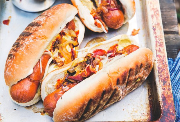Sep 09,  · To bake hot dogs, start by preheating your oven to ° F and arranging the hot dogs on a baking sheet so that none are touching. Next, use a knife to make a lengthwise slit down each hot dog. Then, put the hot dogs in the oven for 15 coolafil40.ga: 48K.
