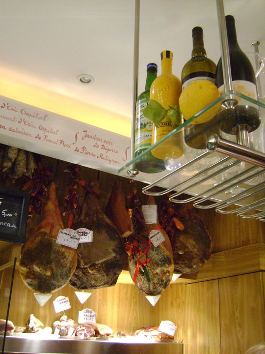 This tiny wine bar uses the best of its space. (Photo: L'avant Comptoir/Facebook.)