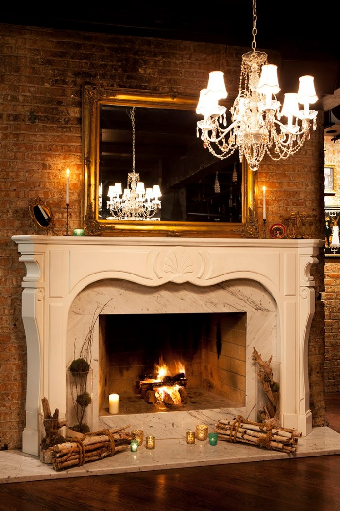 Chicago-RM-Champagne-Room-Wine-Bar-Interior-Fireplace