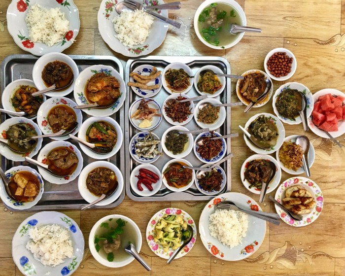 Rice and curries are often served as lunch and dinner in Myanmar.