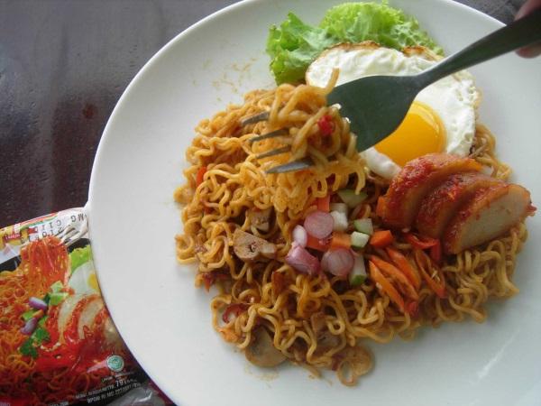 Anak Kos Coba 7 Makanan Instan Selain Mie