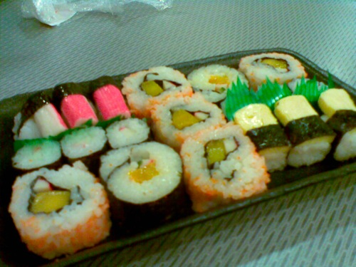 19 pieces of sushi and maki