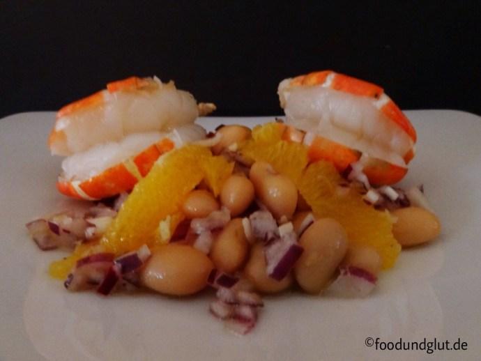 Gegrillte Hummerkrabben mit lauwarmen Bohnen-Orangensalat