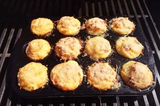 Spaghetti-Muffins mit Bacon, Sahne, Ei und Parmesankäse