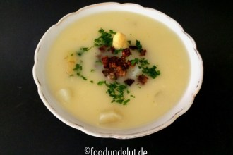Spargelsuppe mit Vollkorncroutons