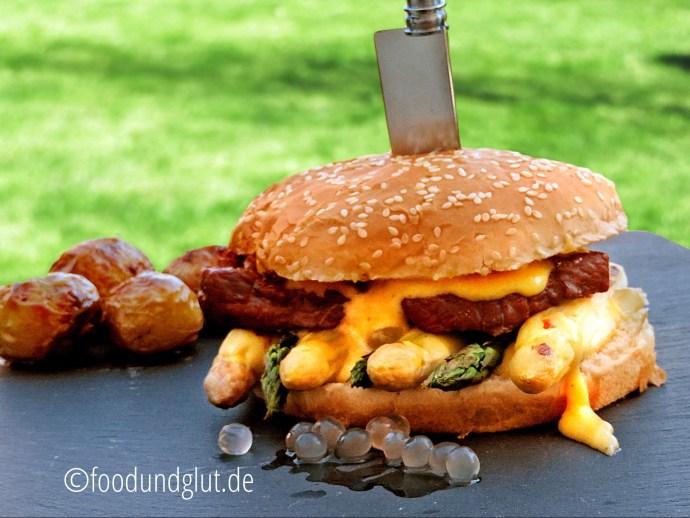 Spargel-Burger mit Kalbsfilet und Sauce Hollandaise