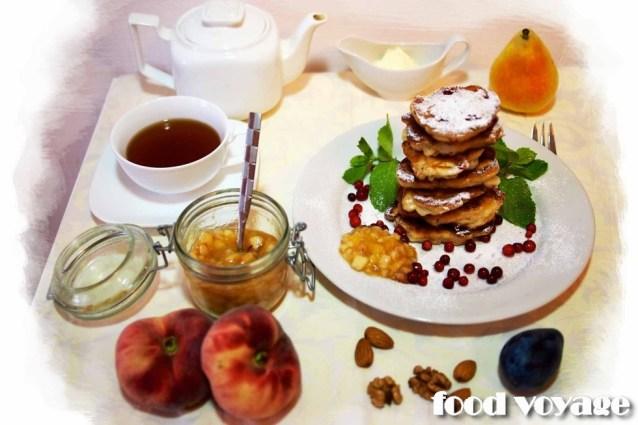 Грушевые оладушки с персиковой Сальсой.