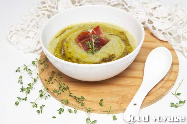 Сырный суп с овощами, трюфельным маслом и чипсами из хамона