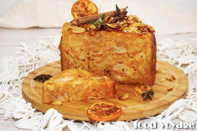 Тыквенный кекс с апельсино-ромовым  сиропом и сахарными миндальными лепестками