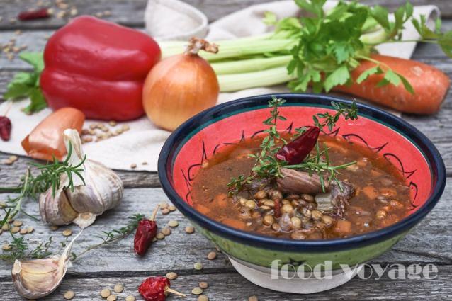 Средиземноморский Суп из бычьих хвостов и чечевицы