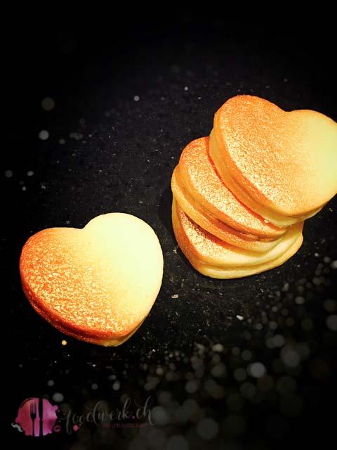 Karamell Herzen mit zarter Füllung und Gold