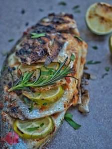 Dorade auf dem grill zubereitet, mit Limetten Pesto rosso und foodwerk.ch