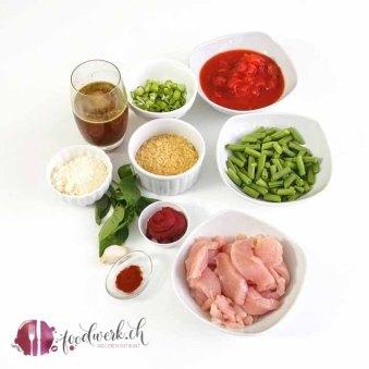 Kalorienarme Reispfanne mit Hähnchen, Tomate und Gemüse