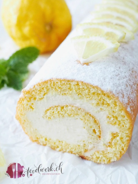 Herrlich frische Zitronen Roulade mit Lemon Curd, Mascarpone und Sahne