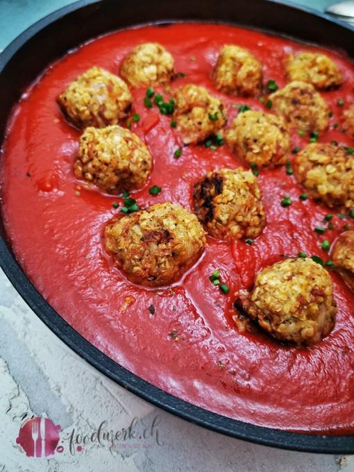 Vegane Haferflocken Polpette in Tomatensauce
