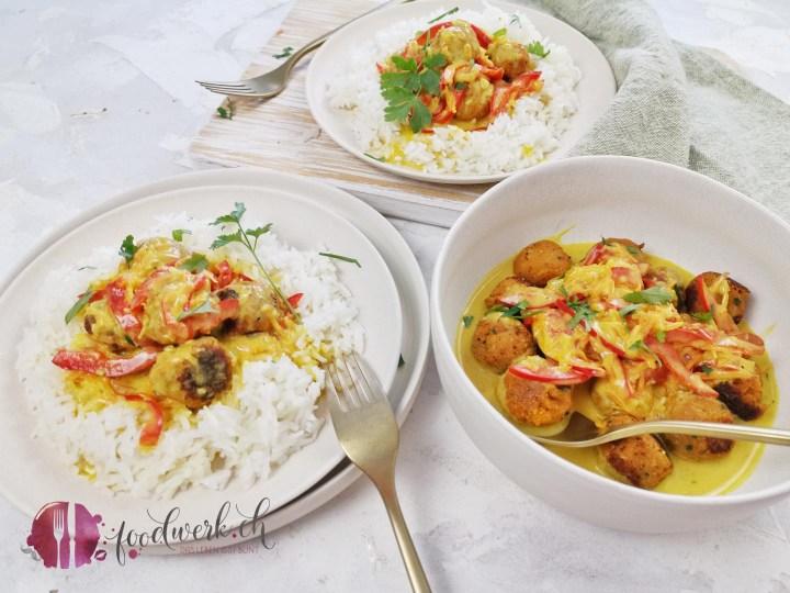 Vegane Linsenbällchen im Reisring mit Currysauce