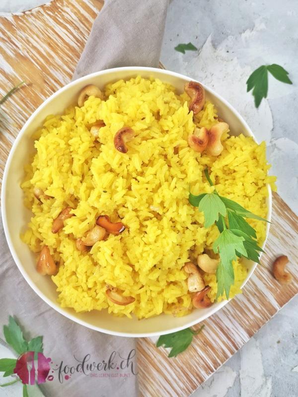 Lockerer Jasmin Reis mit Cashew Nuessen und Safran