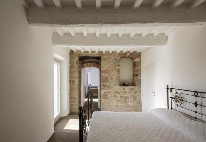 casa_storica_ristrutturazione_design_toscana_07_oggetto_editoriale_h495