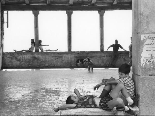 94547-HCB_Simiane-la-Rotonde-France-1969