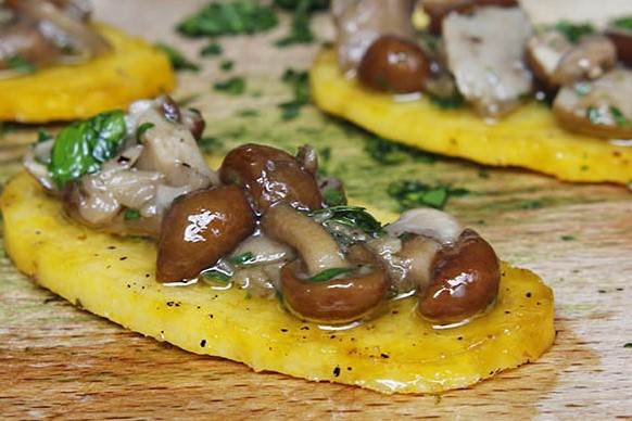 crostini-di-polenta-e-funghi