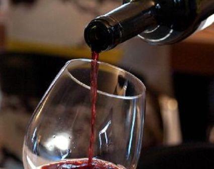 foto Germano Paoloni / Italyphotopress 30-05-2010 manifestazione / evento cantine aperte nella foto:vino rosso versato in un bicchiere
