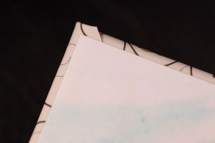 Papier photo directement collé à la couverture.