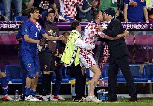 bacio slaven bilic e ultras croazia irlanda euro 2012