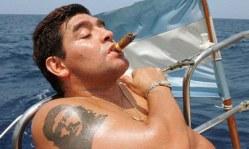 maradona fuma sigaro