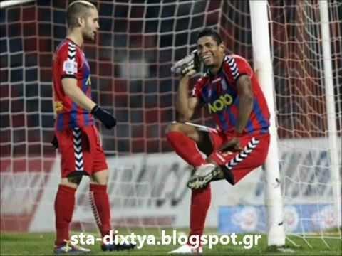 Segna un goal, esulta e telefona Carlo Costly