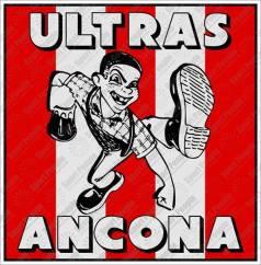 Ancona: adesivo con skinhead degli Ultras