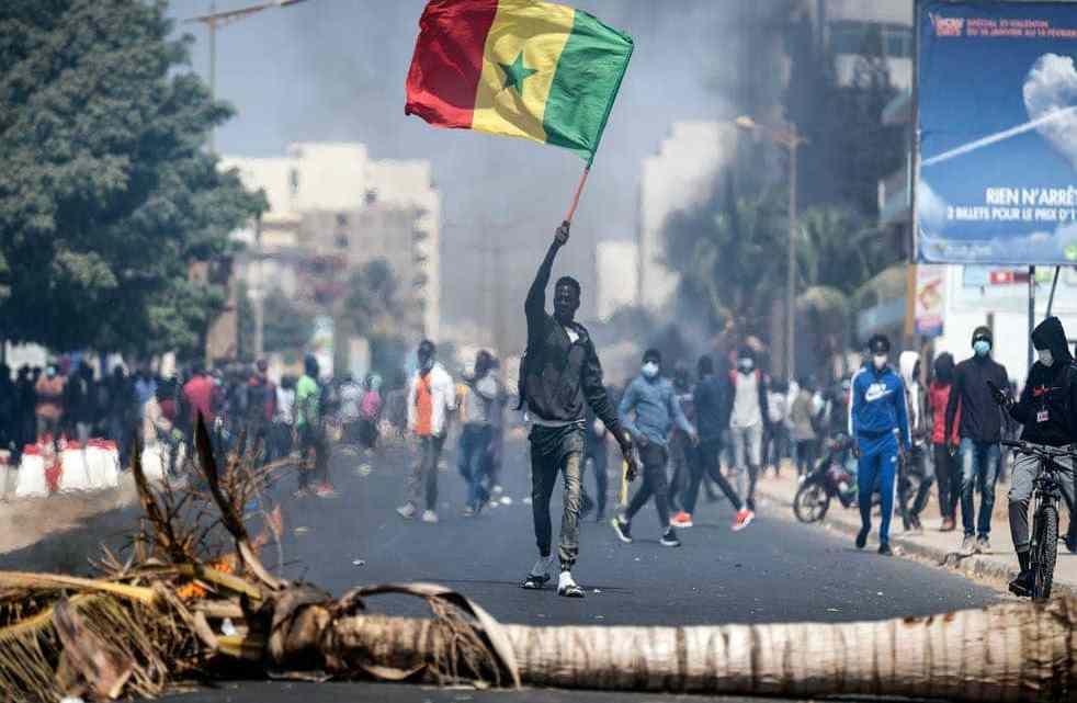 Proteste antigovernative in Senegal: Koulibaly e Manè invocano la pace